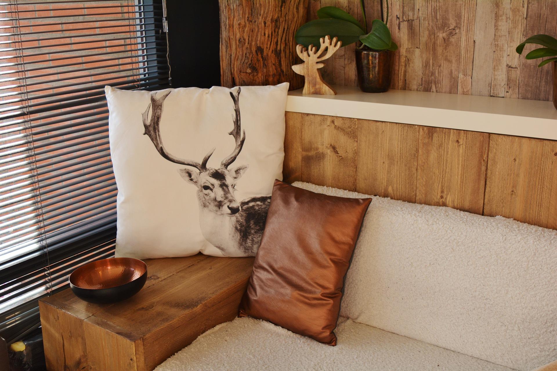 Sezení dřevo jelen