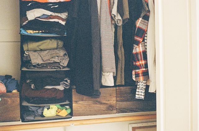 nepořádek ve skříni