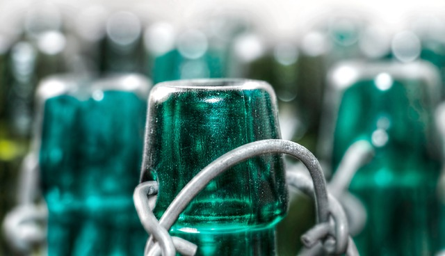úchytky na lahvích